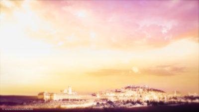 Blick auf eine golden glänzende Stadt