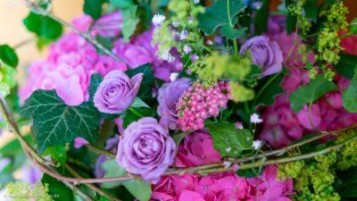 Nahaufnahme von einem schön gestalteten Blumenstrauß.